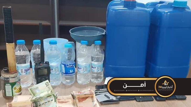 صورة شرطة النجدة ببنغازي تلقي القبض على مروجي مخدرات