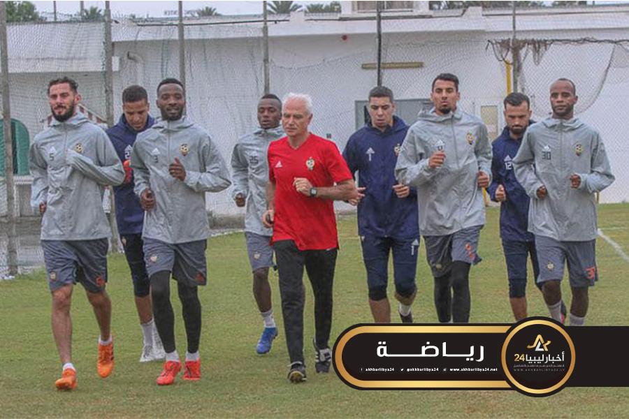 صورة المصراتي آخر الواصلين إلى معسكر المنتخب الليبي بتونس