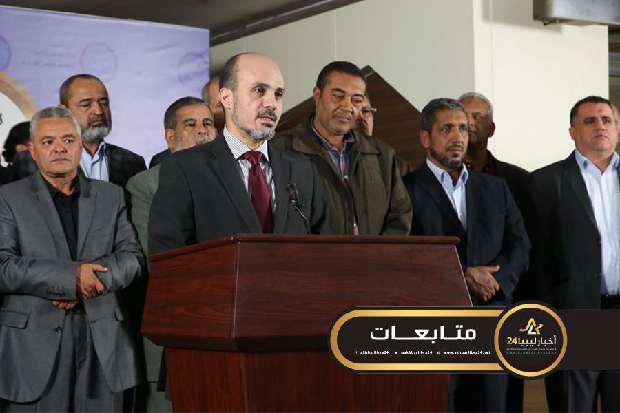 صورة عماري زايد يعلن إنهاء اعتصام المعلمين وبدء الدراسة فعليا