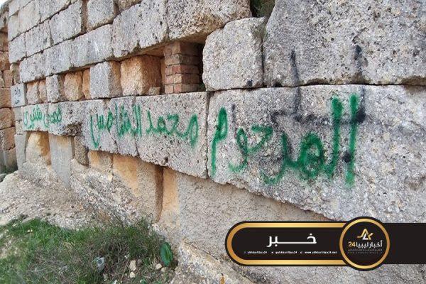 """صورة مصلحة الآثار تؤكد أن أعمال الكتابة على جدران المواقع الأثرية """"فعل متعمّد"""""""