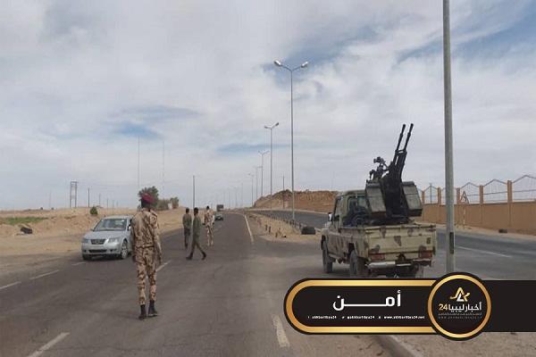 صورة استمرار دوريات الكتيبة 160 مشاة في تأمين الطريق بين سبها وتمنهنت