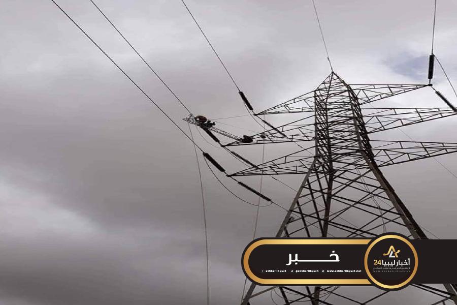 صورة رياح قوية تتسبب في عطل جزئي بدوائر نقل الكهرباء ما بين القوارشة ومراوة