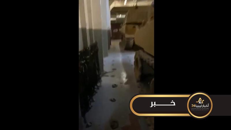 صورة مقطع فيديو يوثق إنزال بارجة حربية تركية لأسلحة ثقيلة في ميناء طرابلس
