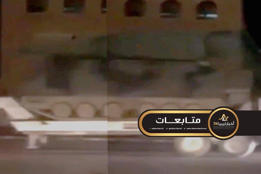 صورة تحت حراسة مليشيا الردع .. وصول قافلة معدات عسكرية تركية إلى ميناء طرابلس
