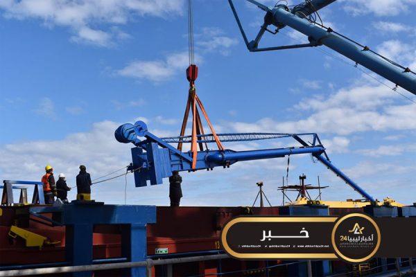 صورة أكبر مشاريع شركة الخليج..صيانة وتركيب أذرع الشحن بميناء الحريقة بطبرق
