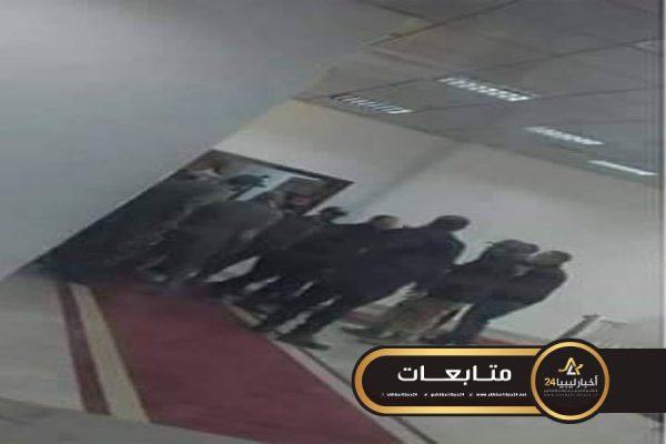 صورة لرفض علاجهم في الخارج..مليشيات في طرابلس تقتحم وزارة الصحة