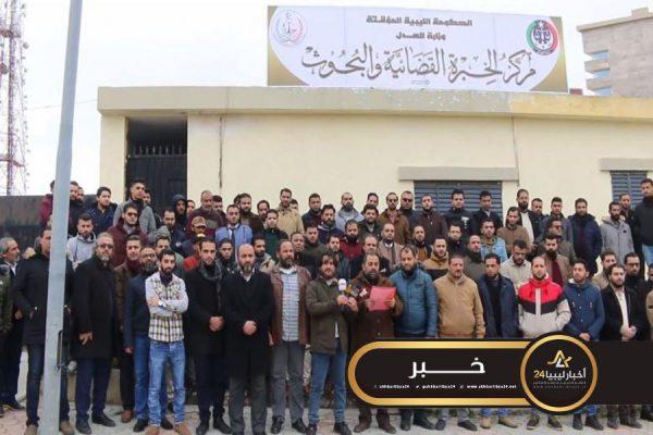 صورة الخبرة القضائية تعلق عملها في كافة فروع ليبيا
