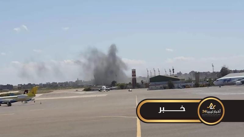 صورة تعليق الرحلات الجوية بمطار معيتيقة نتيجة تعرضه للقصف