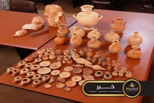 صورة من العصر الإغريقي..مواطن من سوسة يسلم الآثار الليبية 85 قطعة أثرية