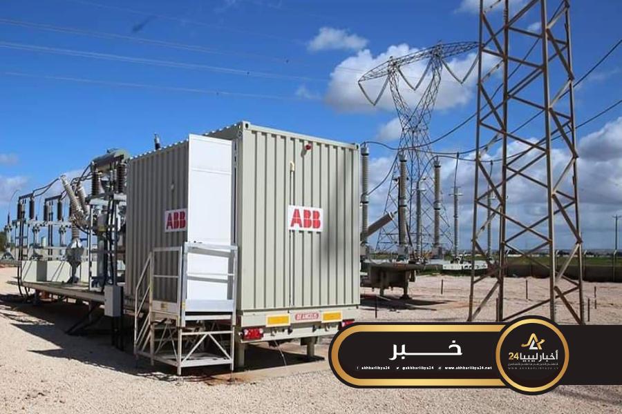 صورة شحن محول كبير بمحطة سيدي منصور على الشبكة الكهربائية الخاصة بمناطق الساحل الشرق لبنغازي