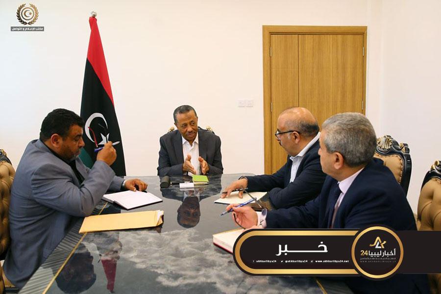 صورة الثني يشكل لجنة لتعقيم كافة مدن ليبيا ومناطقها على نفقة الحكومة