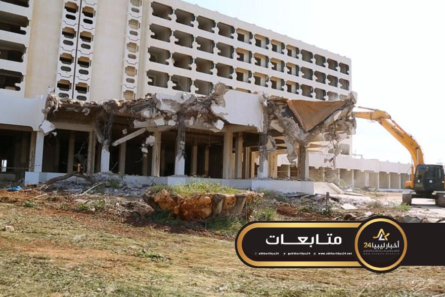 صورة بدء صيانة وتطوير فندق أوزو ببنغازي المملوك للضمان الاجتماعي