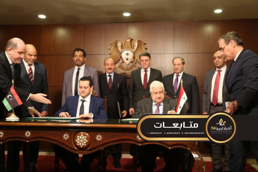 صورة توقع مذكرة تفاهم بشأن إعادة افتتاح مقرات البعثات الدبلوماسية بين ليبيا وسوريا