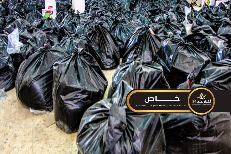 صورة توزيع أكثر من ألف سلة غذائية على الأسر ذات الدخل المحدود في بلدية طبرق