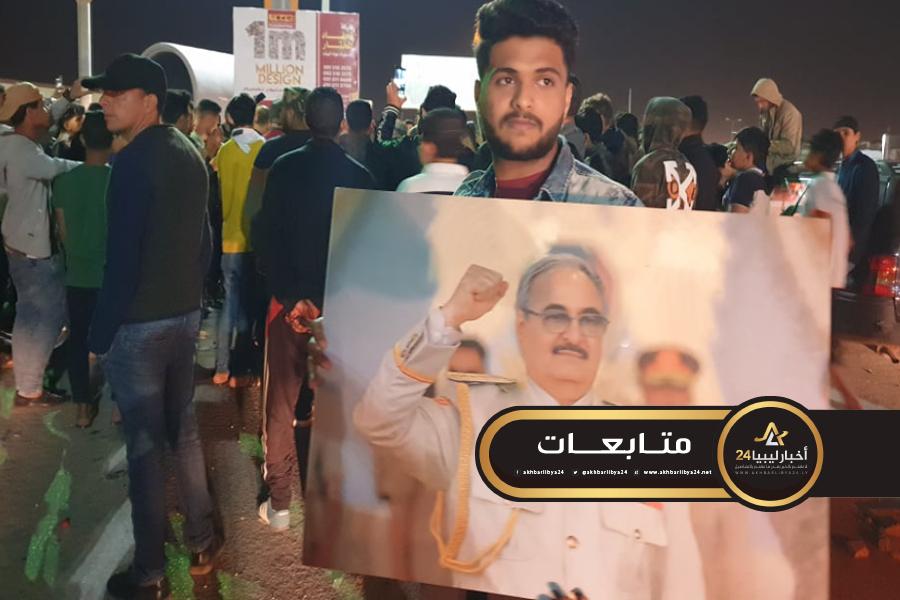 صورة مسيرات شعبية حاشدة ترحب بقبول حفتر التفويض الشعبي للجيش لقيادة المرحلة