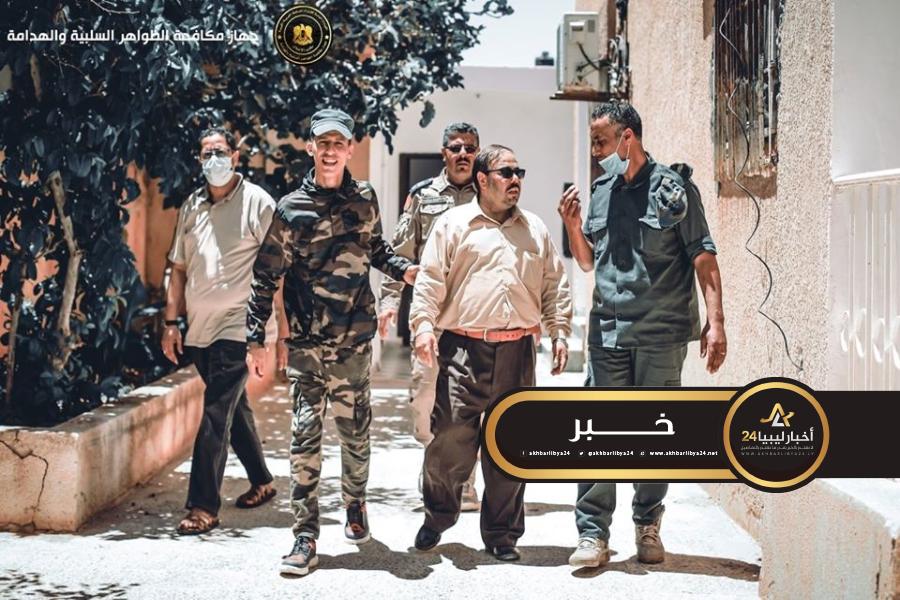 صورة الظواهر السلبية يضبط شخص أردني في بنغازي ينتحل صفة دكتور