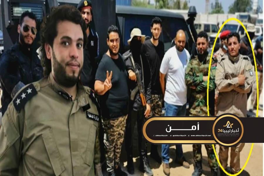 """صورة إرهابي كفر رجال الأمن في بنغازي..فأصبح ضمن عناصر مديرية أمن الزاوية رفقة """"الفار"""""""