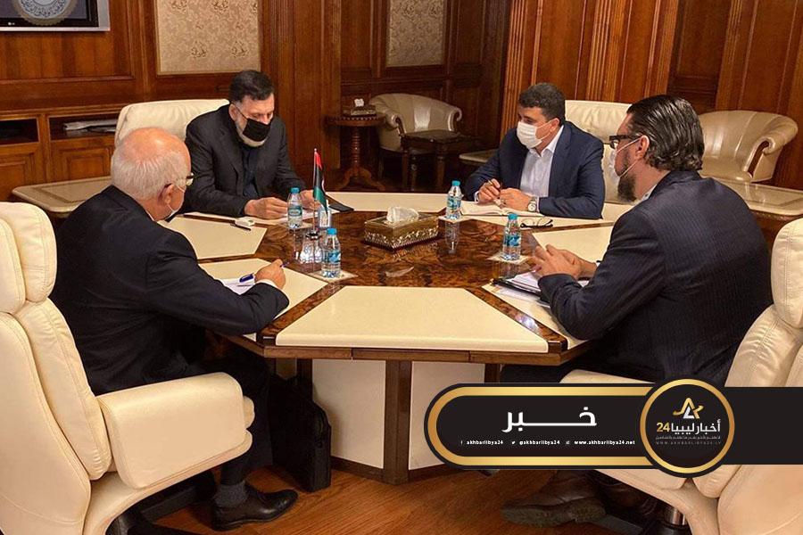 صورة السراج يطالب الوزرات والهيئات والشركات الحكومية بالامتثال إلى الأجهزة الرقابية والمحاسبية