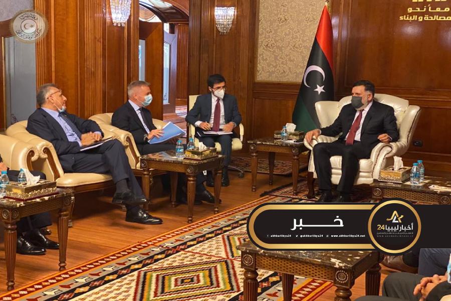 صورة السراج يستعرض مع وزير الدفاع الإيطالي مستجدات الأوضاع في ليبيا