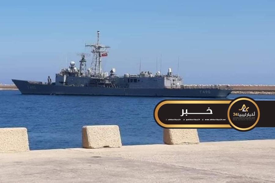 صورة فرقاطة تركية داخل ميناء الخمس التجاري