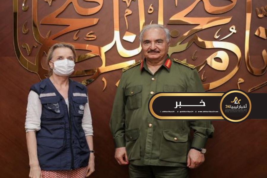 صورة حفتر يبحث الوضع الصحي مع مدير مكتب منظمة الصحة العالمية بليبيا