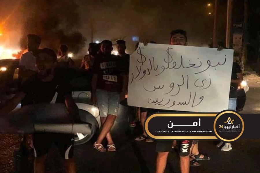 صورة احتجاجًا على الوضع المعيشي..مليشيات الزاوية ترد على المتظاهرين بالرصاص الحي
