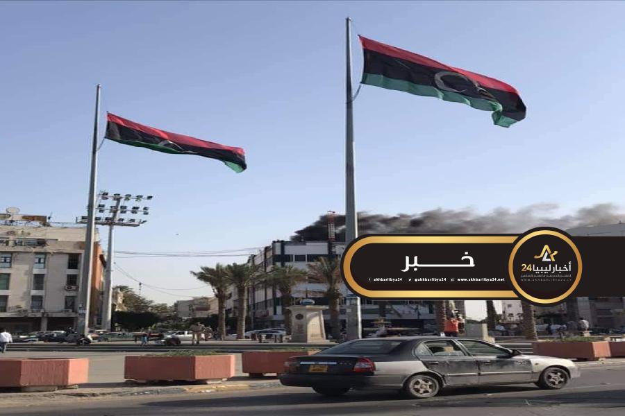 صورة إخماد حريق بمبنى الفرع الرئيسي للمصرف التجاري بميدان الشهداء