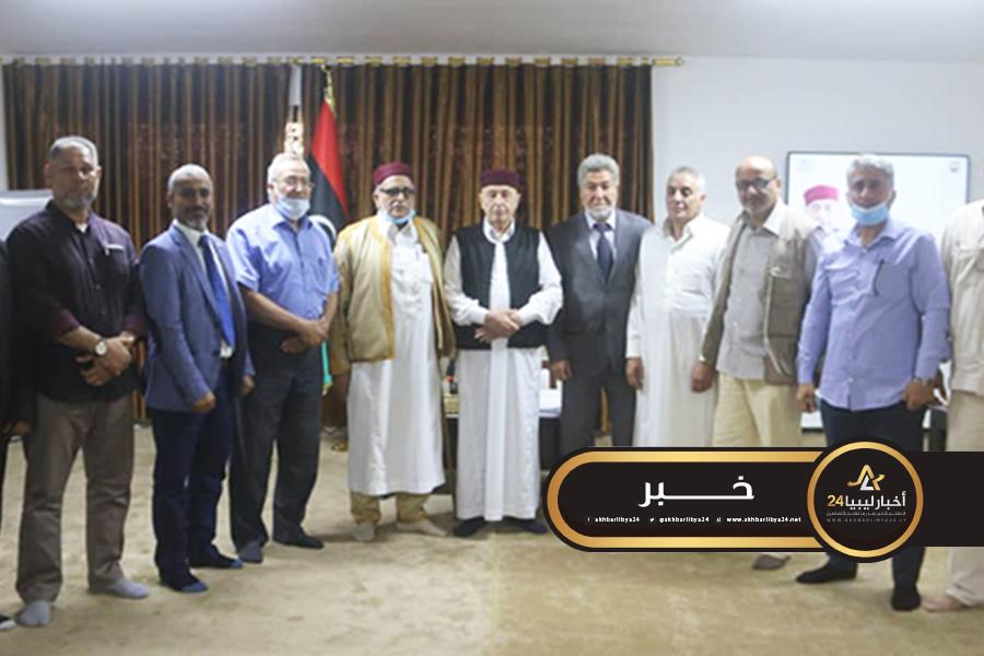 صورة وفد قبائل مصراتة بالمنطقة الشرقية يؤكدون دعمهم لجهود عقيلة صالح