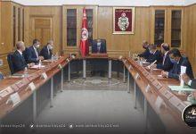 صورة رئيس الحكومة التونسية يأذن بفتح المعبر الحدودي برأس جدير