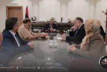 صورة الثني يطلع على عمل لجنة الأزمة