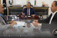 صورة الثني يجتمع مع حومة ويأذن بإنشاء مشروعات بالجنوب الليبي
