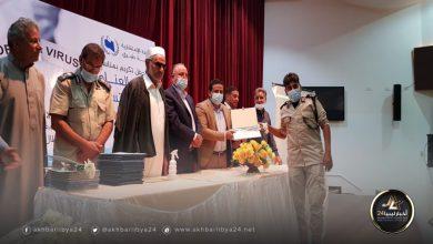 صورة الاستشارية الطبية في طبرق تكرم المساهمين في مكافحة كورونا