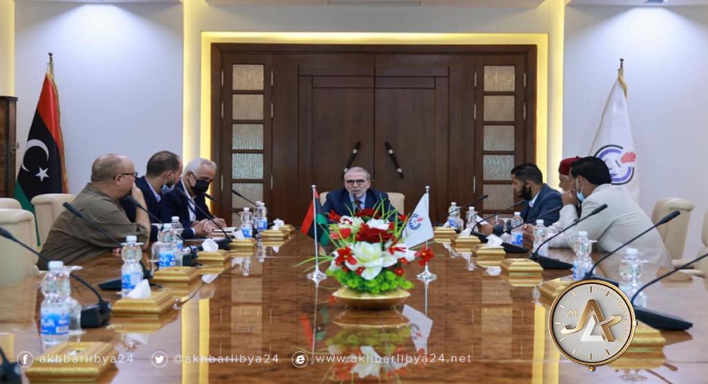 ليبيا- رئيس مؤسسة النفط يجتمع بأعضاء مجلس حكماء راس لانوف وخليج السدرة